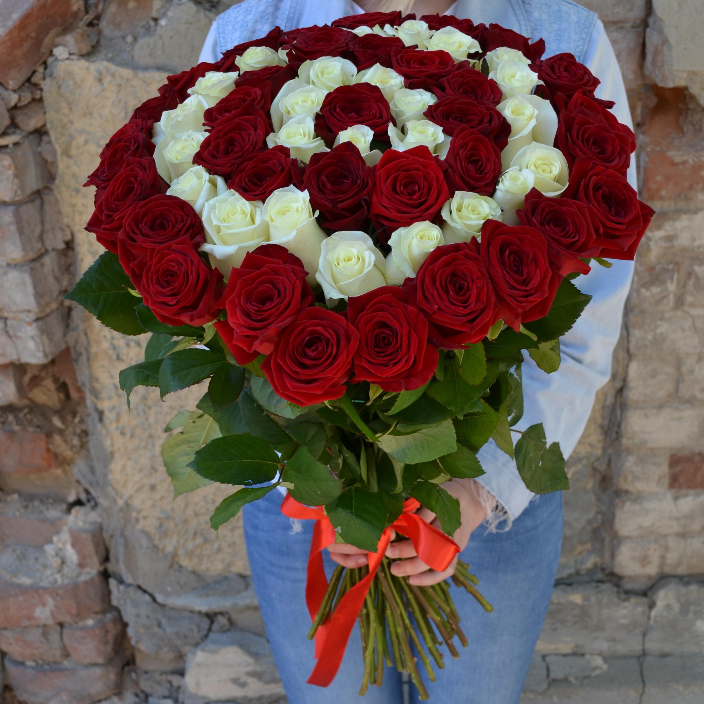 Цветов казани, букет сборка из роз красных и белых